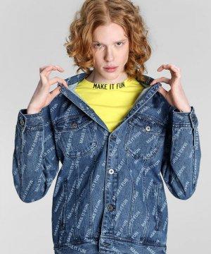 Джинсовая куртка с принтом Make it Fun O`Stin. Цвет: голубой