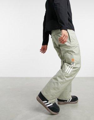 Серые горнолыжные брюки с карманами карго 10k-Серый adidas Snowboarding