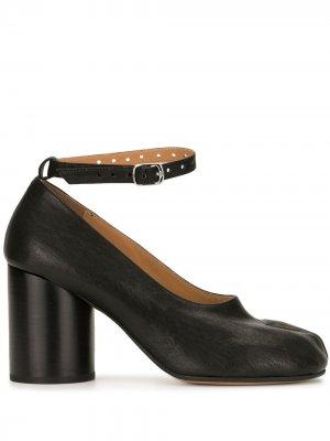Туфли Tabi с ремешком на щиколотке Maison Margiela. Цвет: черный