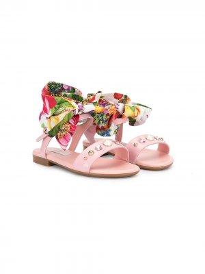 Сандалии с заклепками кристаллами и завязками на щиколотке Dolce & Gabbana Kids. Цвет: розовый