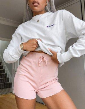 Розоватые шорты в рубчик с небольшой оборкой -Розовый In The Style