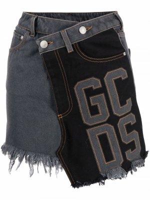 Джинсовая юбка асимметричного кроя в технике пэчворк Gcds. Цвет: серый