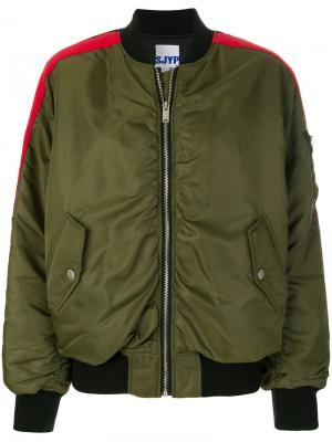 Куртка-бомбер с контрастными полосками SJYP. Цвет: зелёный