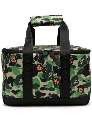 Дорожная сумка с камуфляжным принтом и логотипом *BABY MILO® STORE BY *A BATHING APE®. Цвет: зеленый