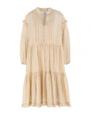 Платье до колена DESIGNERS, REMIX. Цвет: бежевый
