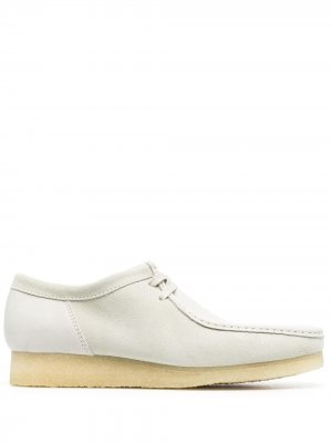 Туфли Wallabee на шнуровке Clarks Originals. Цвет: белый