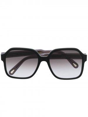 Затемненные солнцезащитные очки в прямоугольной оправе Chloé Eyewear. Цвет: черный